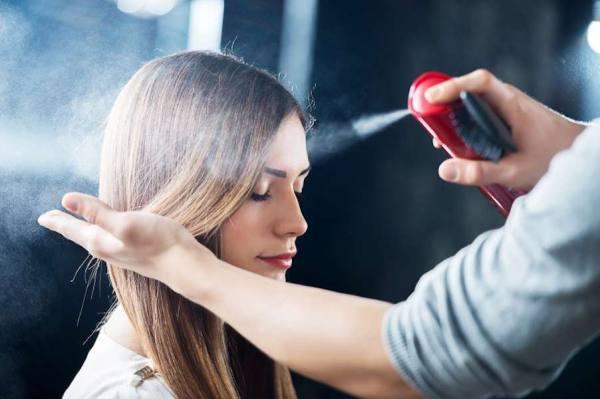 I 10 migliori usi alternativi della lacca spray per capelli